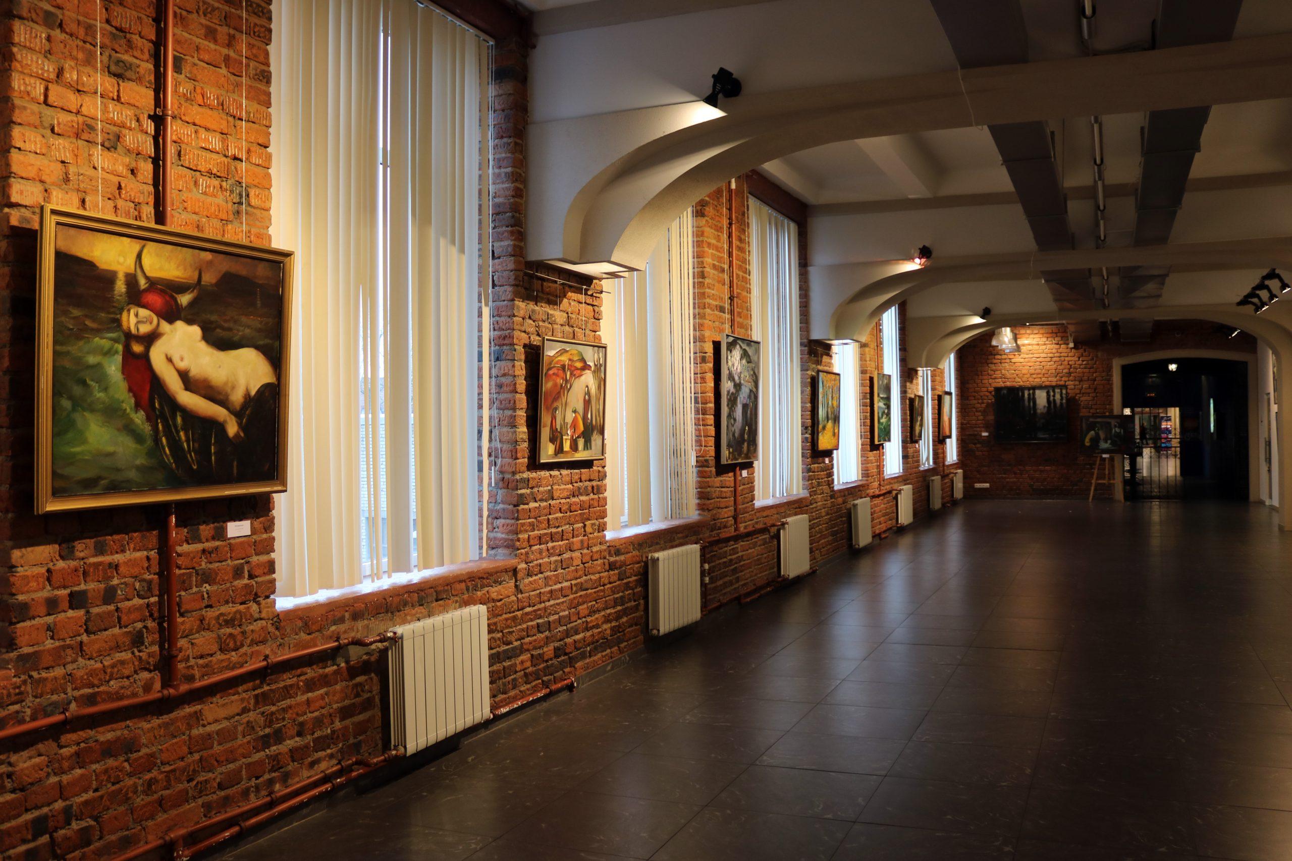 В память о друге: выставки художников-однокурсников